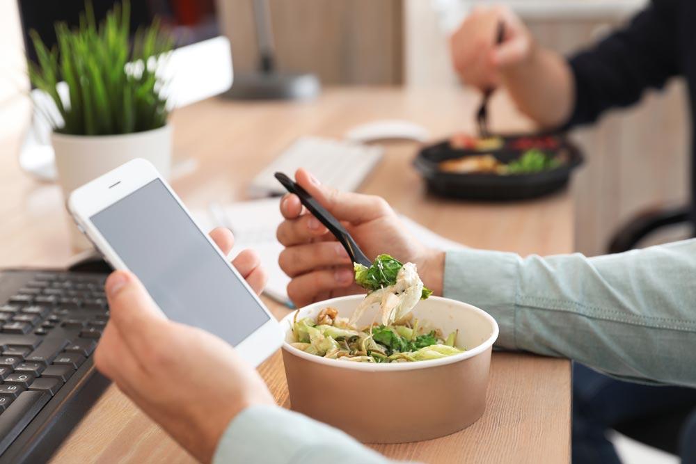 Conserver une alimentation équilibrée en télétravail, comment faire ?